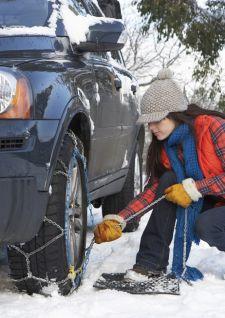 Pneus hiver, chaînes, chaussettes… comment choisir?