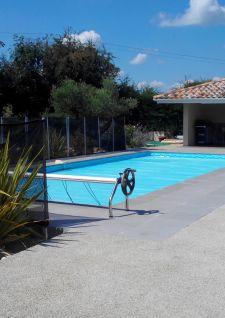 Le béton drainant pour votre plage de piscine
