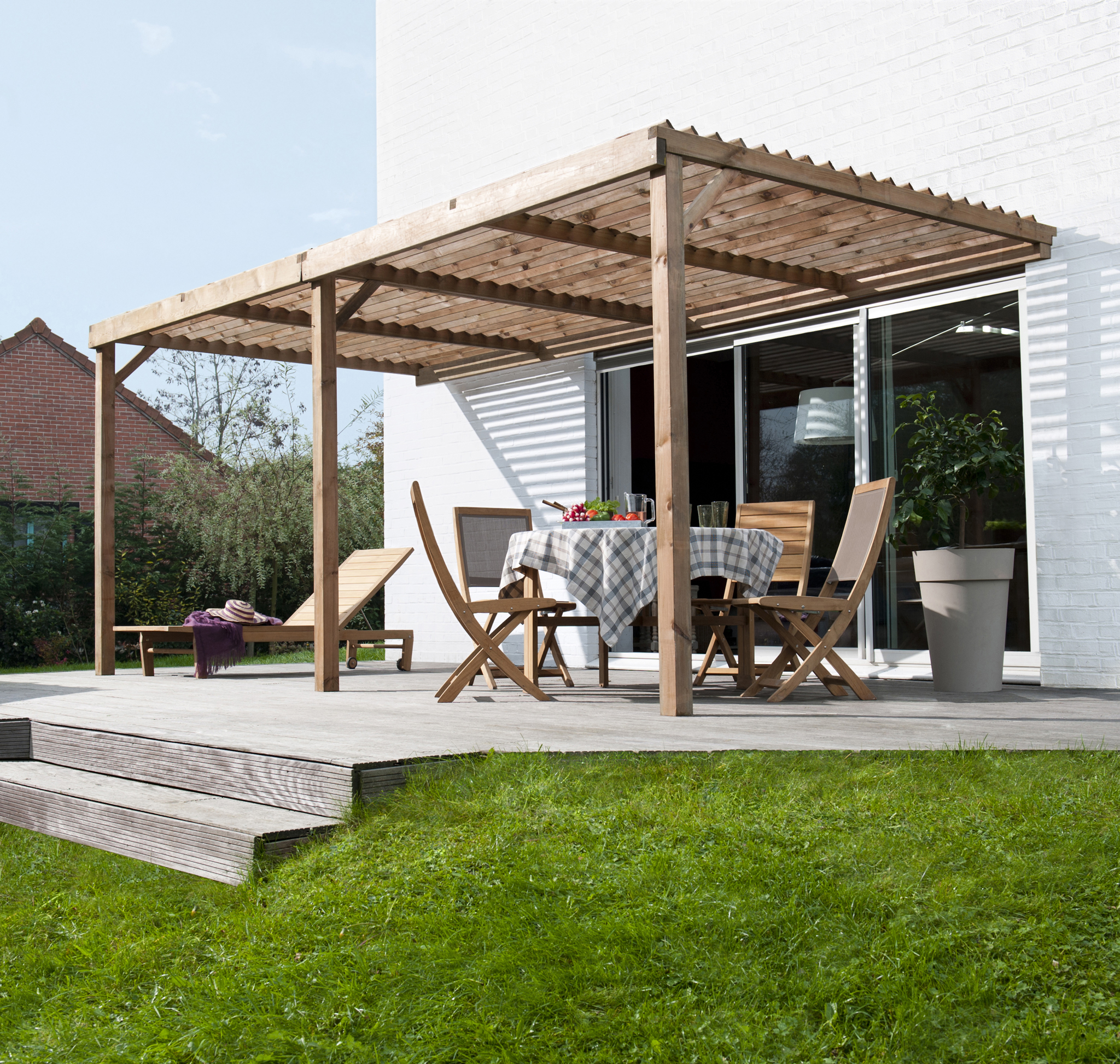 terrasse en bois avec pergola diverses id es de conception de patio en bois pour. Black Bedroom Furniture Sets. Home Design Ideas