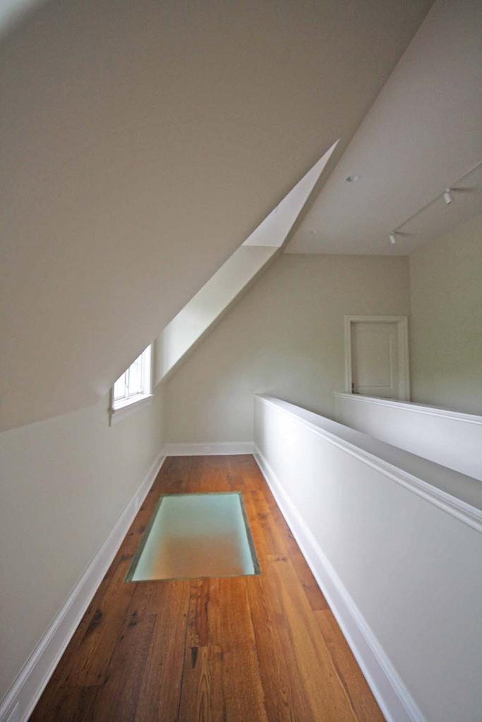 Sols toute la lumi re sur les planchers en verre lorraine magazine - Comment installer ruban led plafond ...
