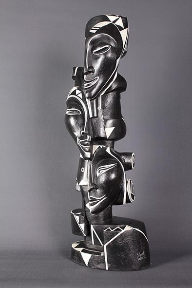 totem,résine polychromée sculpture de H66.L22.P.20 de 2004